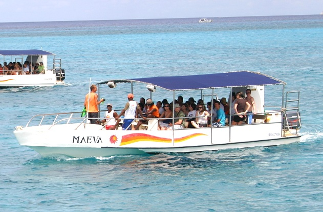 the-maeva-a-luxury-tour-boat-for-groups-till-30-persons